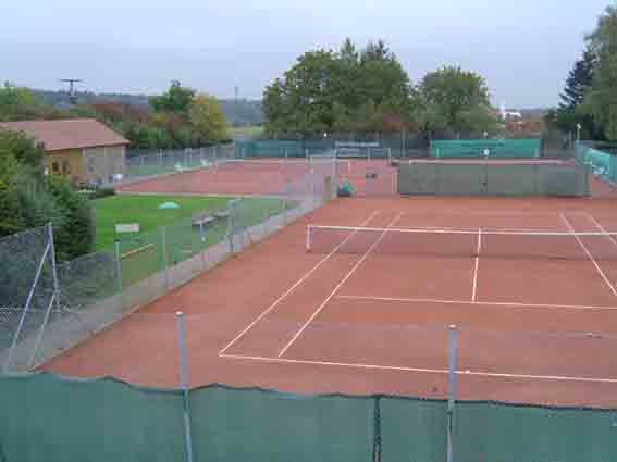 Tennisplätze am Sportplatz