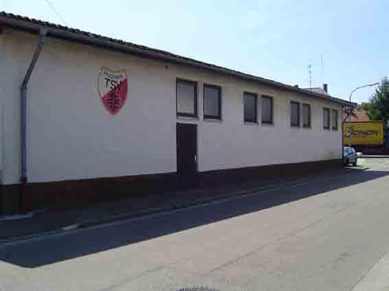 TSV Halle beim Vereinsheim